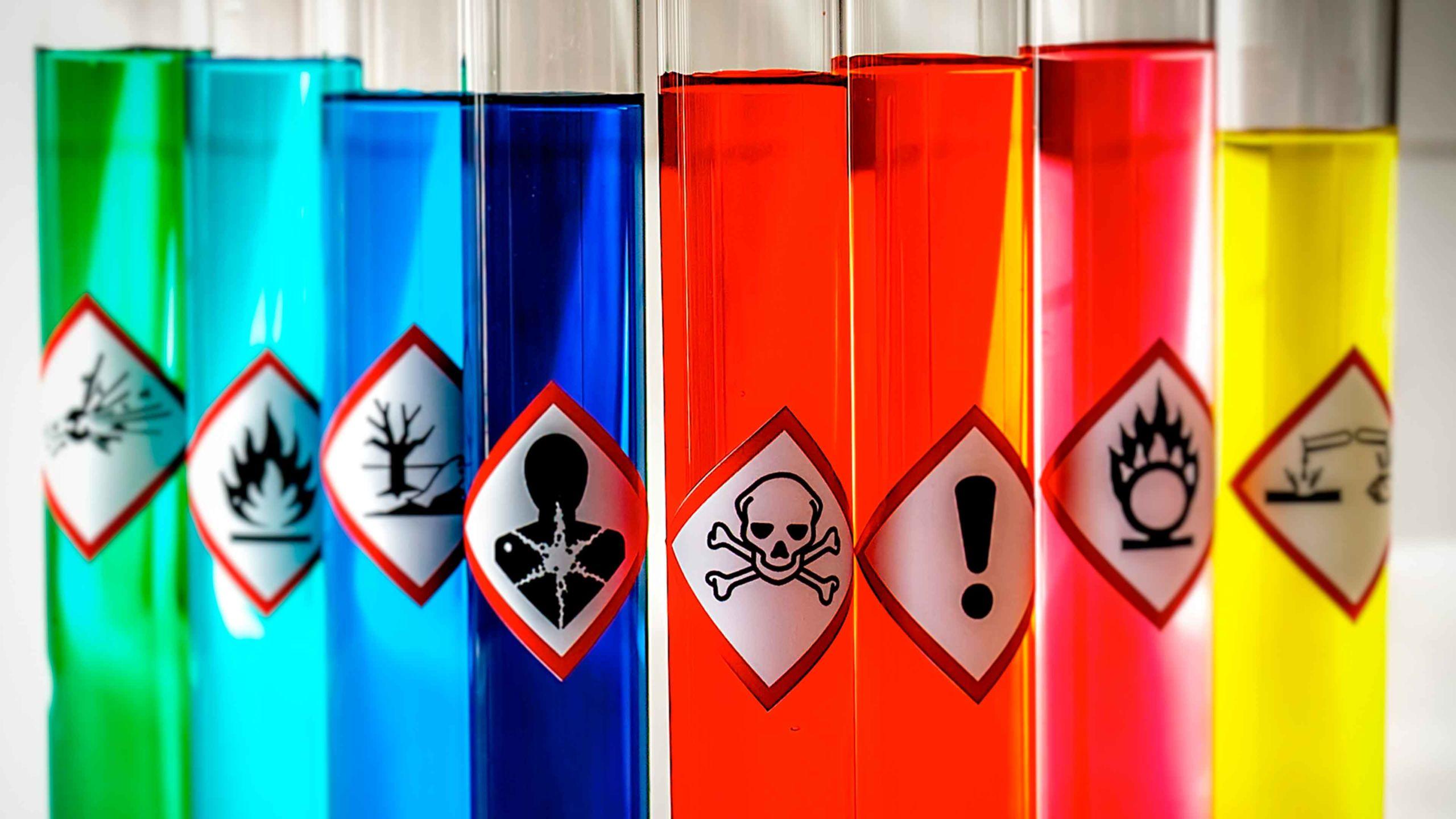Prohibido llevar en tu equipaje de mano sustancias tóxicas.